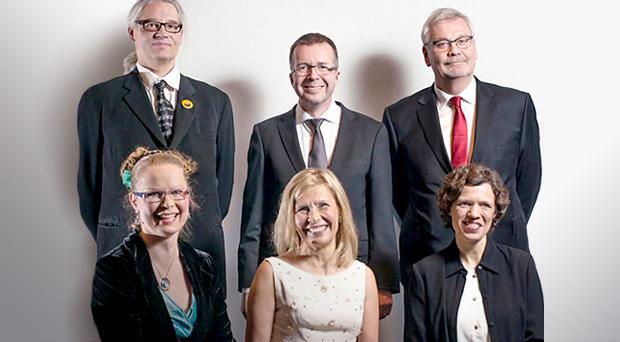Alarivissä vasemmalta: Marja Ikonen, Laura Ruohonen, Leena Suurpää Ylärivissä vasemmalta: Petteri Koskikallio, Jari Yli-Kauhaluona, Antti Häkkinen valokuva: Meeri Utti
